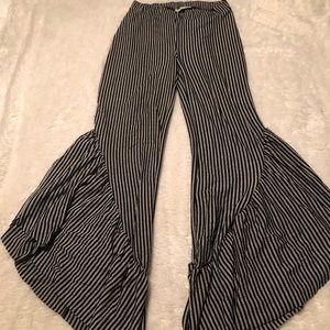 Zara pants with ruffle bottom